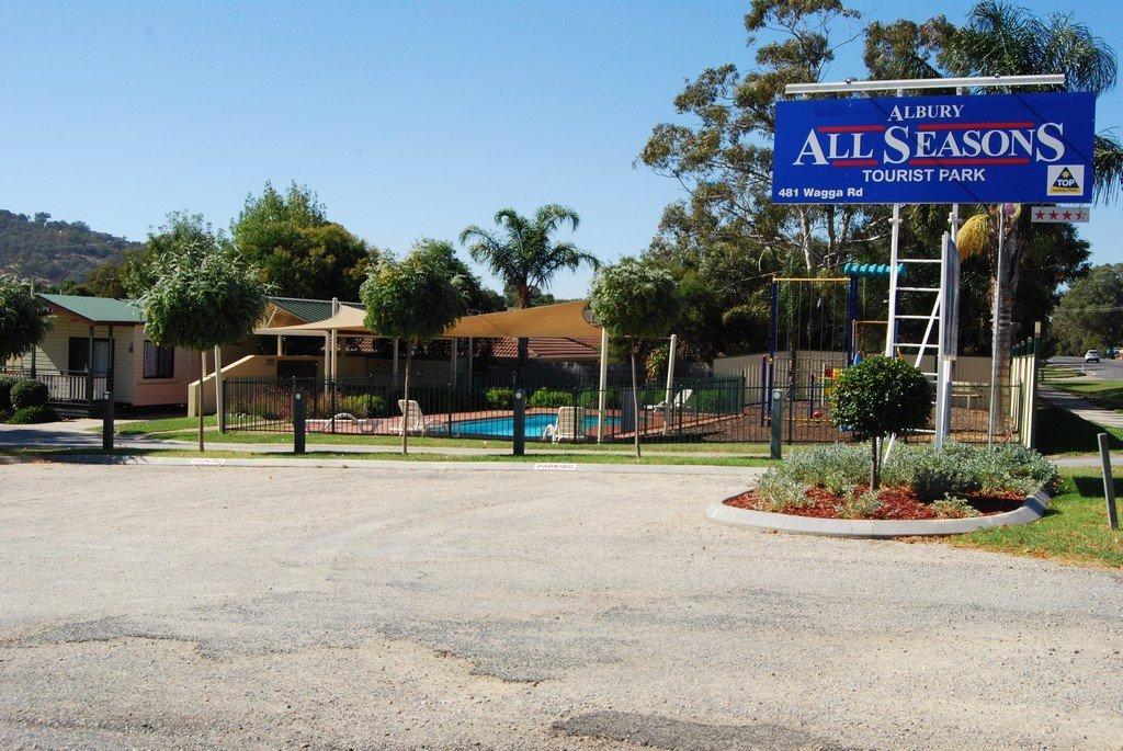 All Seasons Caravan Park, Albury from Wagga Road entrance